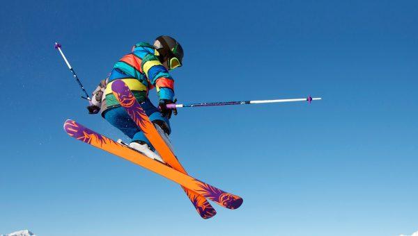 Fliegender Skifahrer